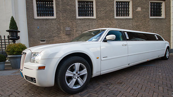 Chrysler 300C wit superstretched limo