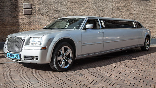 Chrysler 300c grijs ultrastretched limo