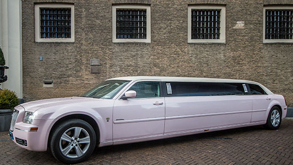 Chrysler 300C roze ultrastretched limo